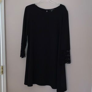 Atmosphere black swing dress with lace sleeves